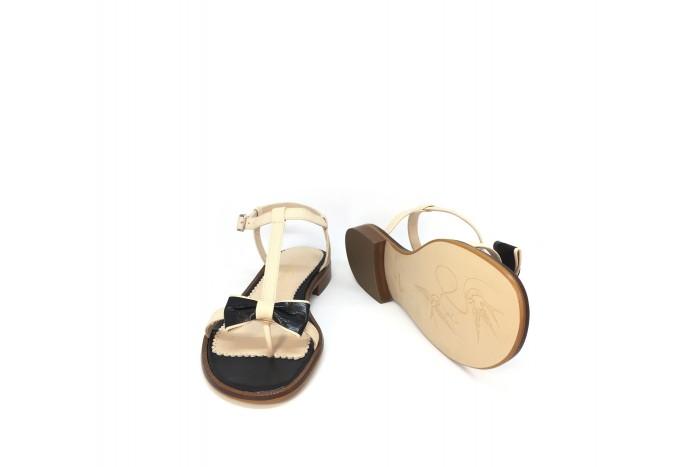 Juana Beige & Negro sandalia de tiras