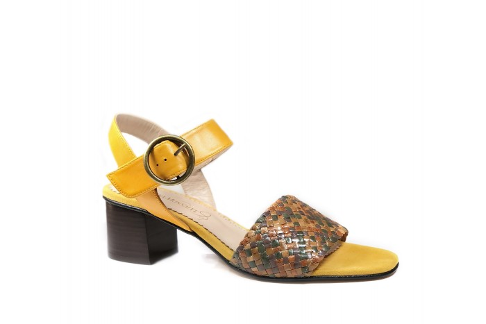 Violeta Maíz sandalia trenzada