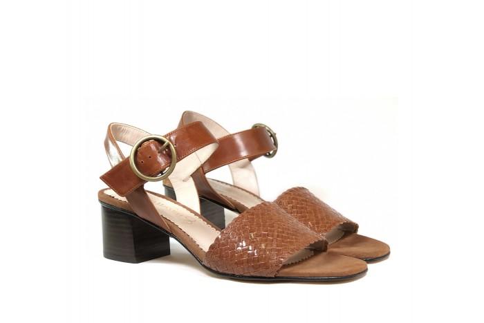 Violeta Cuero sandalia trenzada