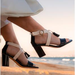 Valeria Bicolor sandalia con borlas