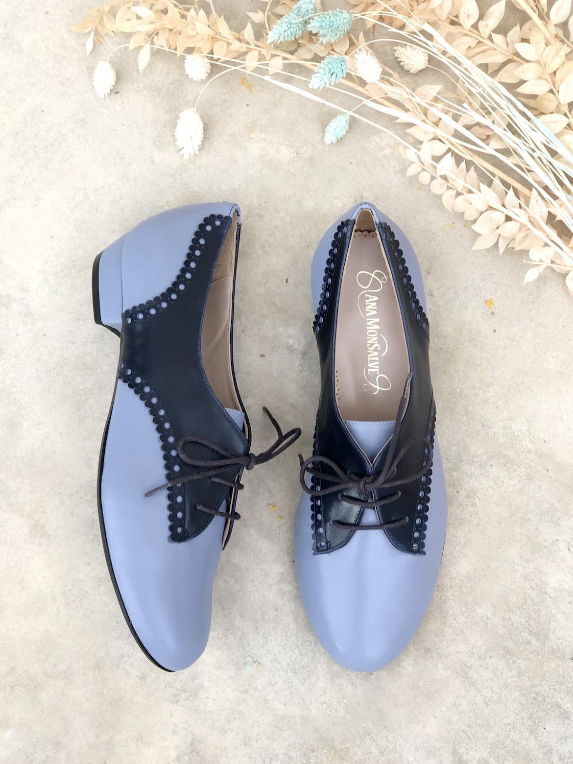 Cálsico zapatos en azul lavanda