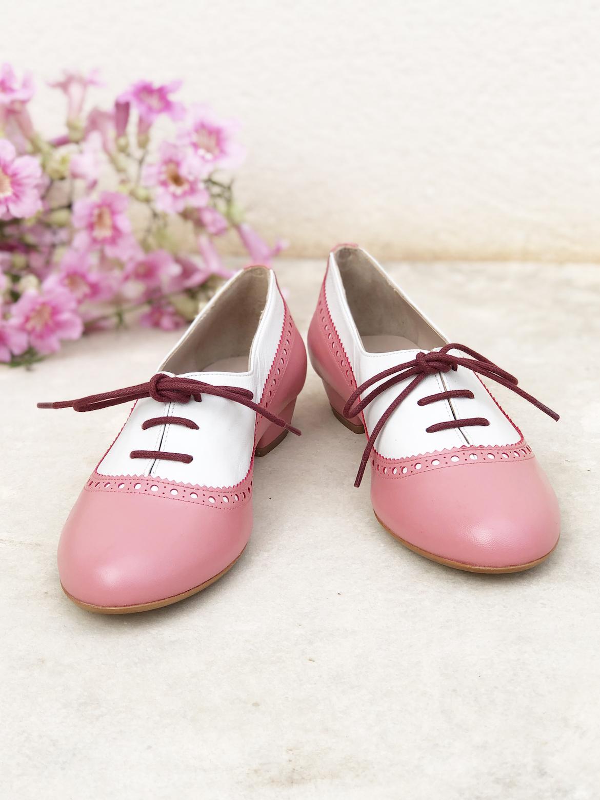 Zapatos de diseño clásico en color rosa
